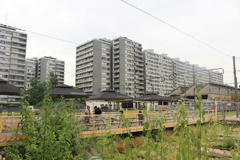 Le grand train, Paris